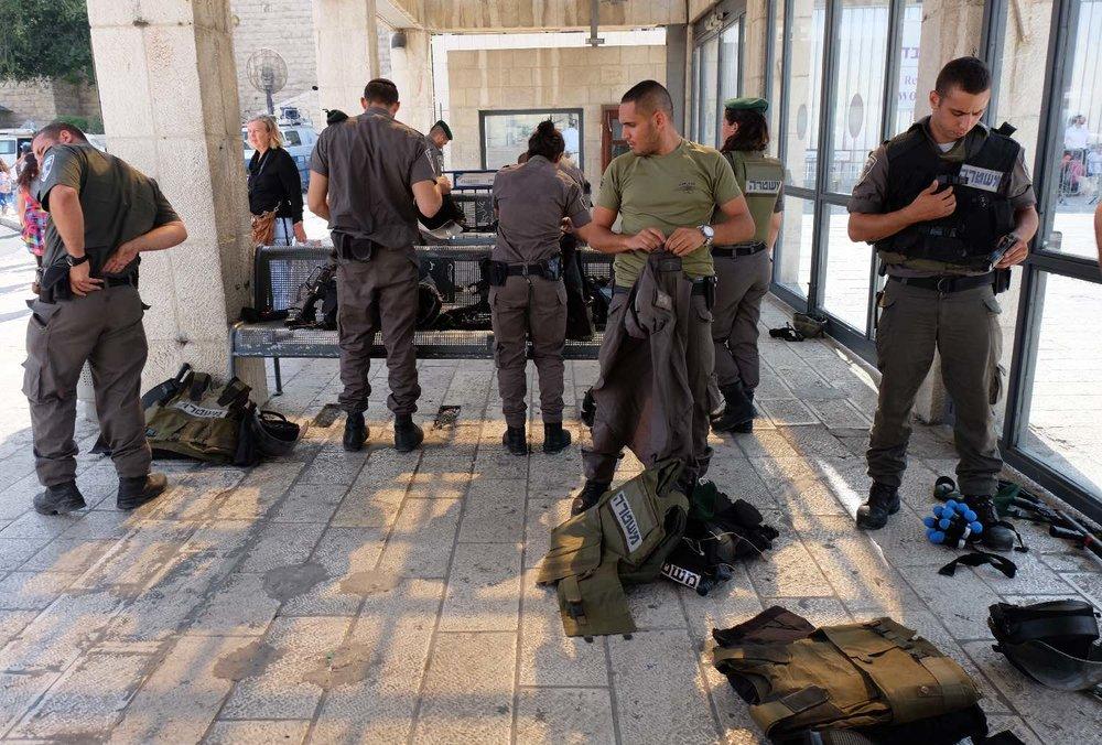 Jerusalem old city | Israeli army near the wailing wall | Photo sandrine cohen