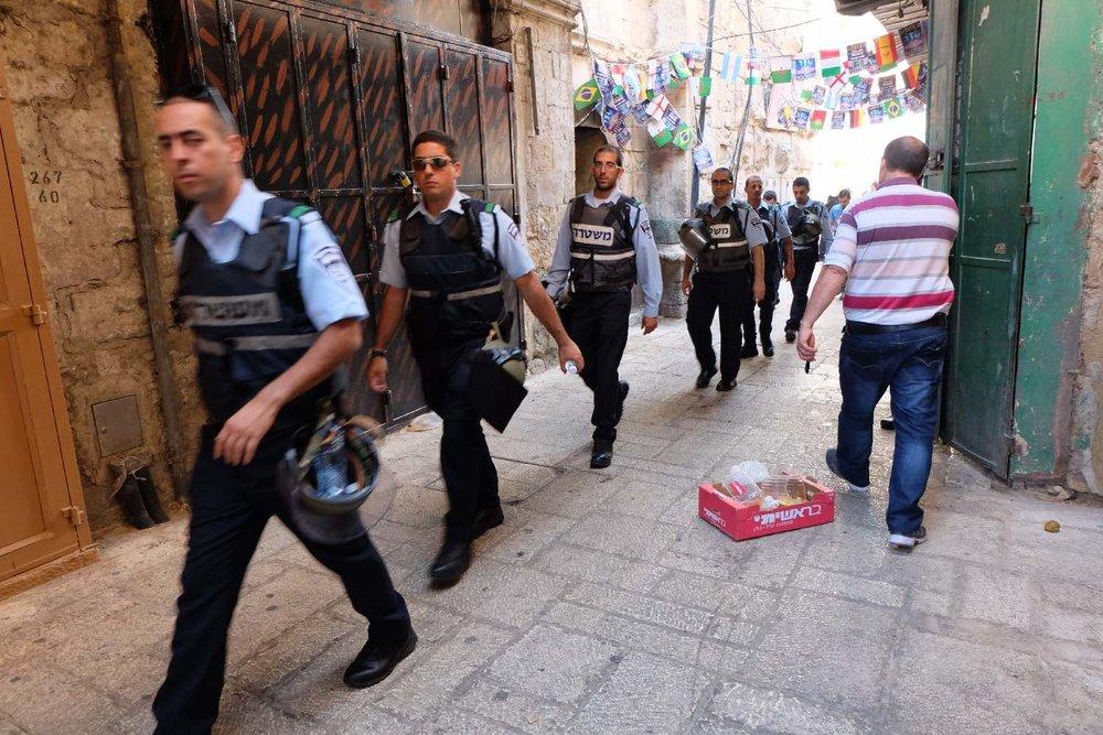Jerusalem old city | Israeli policemen in muslin aera | photo sandrine cohen