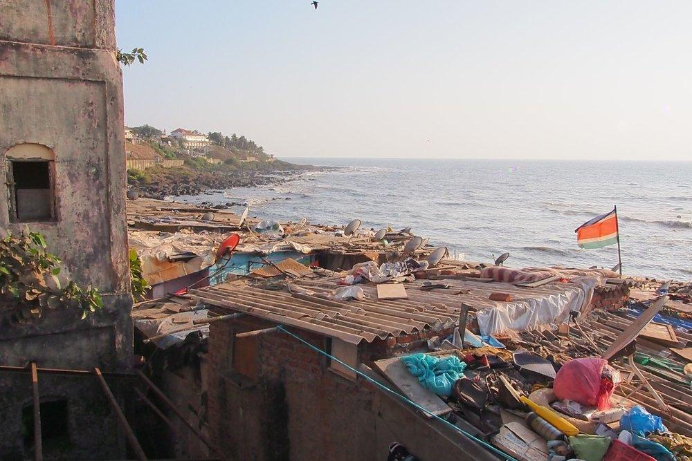 Bombay - Mumbai | Slum Banganga Tank | Sea of Arabia | photo sandrine cohen