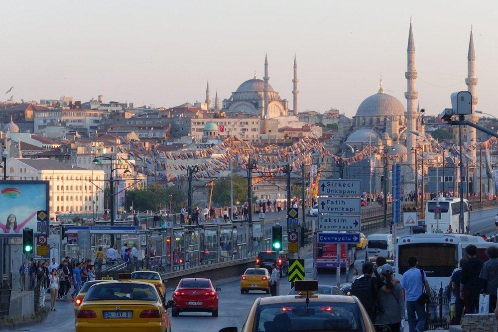 Istanbul | Turkey | Süleymaniye and Rüstem Pacha Mosque | Bosphurus | Galata bridge | Traffic on Galata bridge | Sunrise |©sandrine cohen