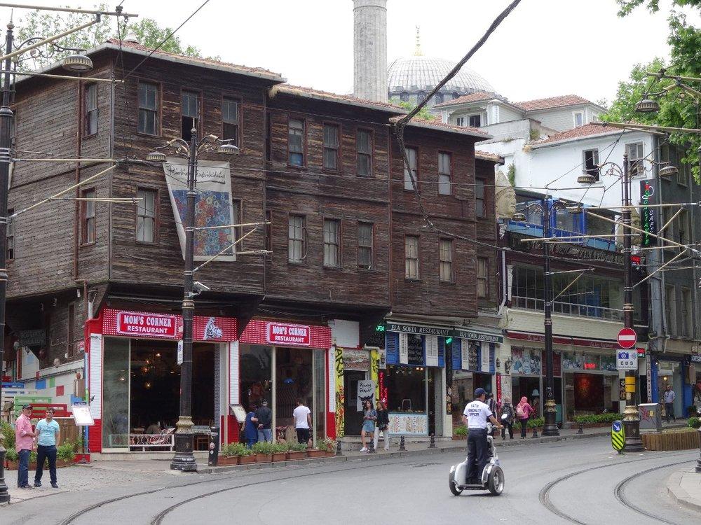 Istanbul | Wood houses Istanbul | Suleymaniye and Zeyrek | Ottoman wood houses | ©sandrine cohen