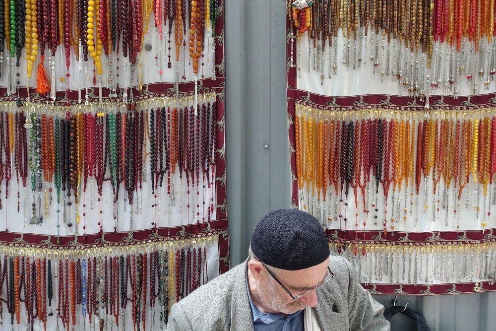 Istanbul | muslim prayer beads | Misbaha | Masbaha | Muslim chapelet merchand | ©sandrine cohen