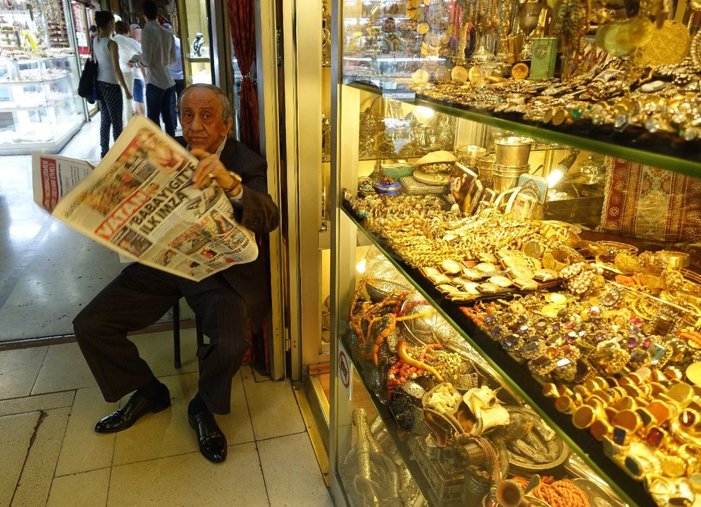 Istanbul | The Grand Bazaar of Istanbul | Grand Bazaar | Man with newspaper |©sandrine cohen