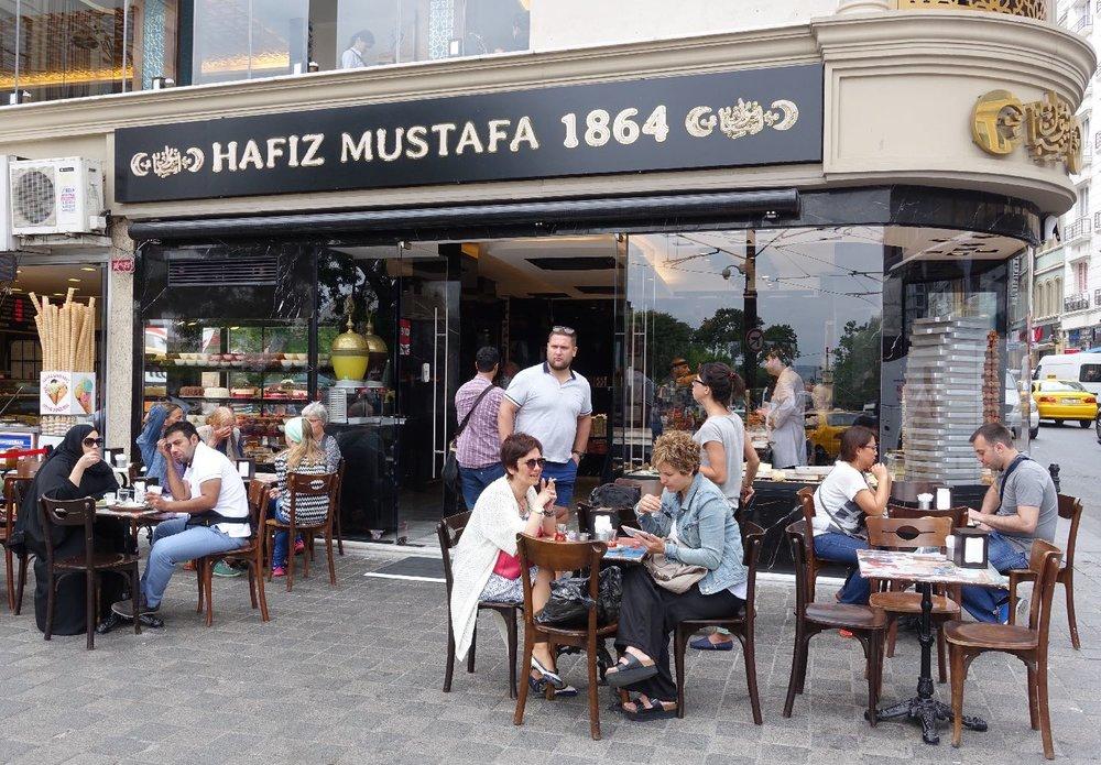 Istanbul | Hafiz Mustafa 1864 |Turkish delight and baklava | The best pastries tea room in Istanbul | ©sandrine cohen