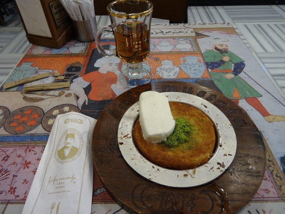Istanbul | Hafiz Mustafa 1864 | Kunefe cake with cheese| ©sandrine cohen