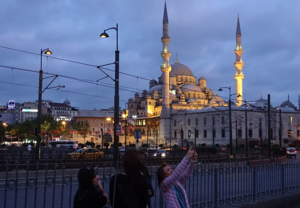 Istanbul | Rustem Pacha Mosque | Selfie on Galata bridge | Turkey | streetphotography | ©sandrine cohen