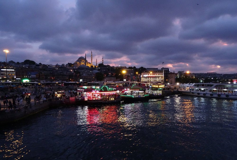 Istanbul by night | Turkey | Suleymaniye Mosque | Colors on Bosphurus | Galata bridge | ©sandrine cohen