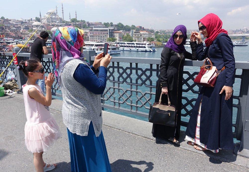 Istanbul | Selfie on Galata bridge | muslim women taking a selfie| Bosphurus | ©sandrine cohen