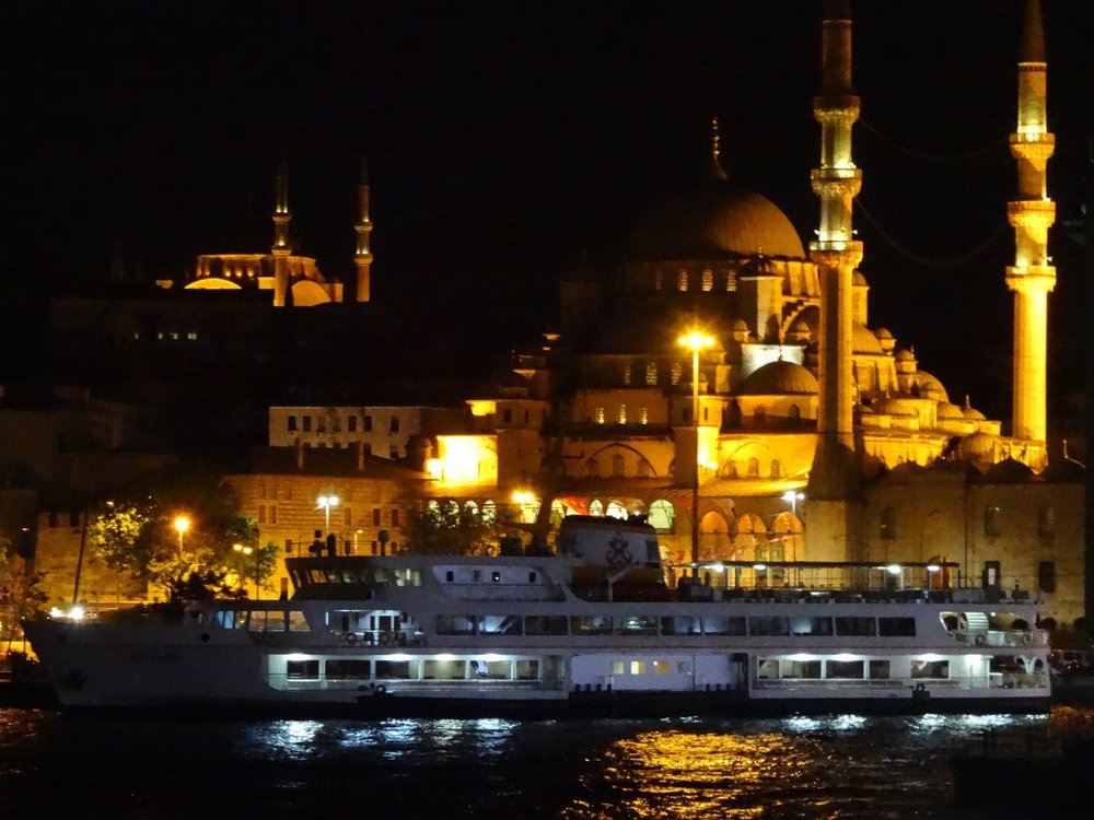 Istanbul | Turkey | Rustem Pacha Mosque at night | Bosphurus | Boat on Bosphurus | ©sandrine cohen