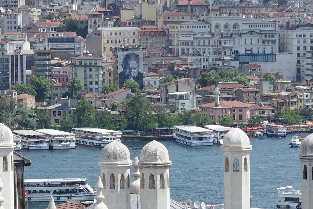 Istanbul | View from the Suleymaniye mosque | Bosphurus | Galata bridge | Street art | JR artist | Beyoglu district |©sandrine cohen