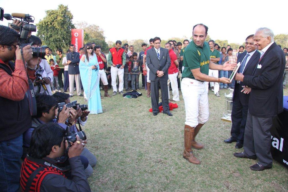 Santi Choudary (left) and the Maharaja of Jaipur, Sawai Bhawani Singh   Jaipur Polo Club   Rambagh Polo Club   Cup in memorial Maharani Gayatri Devi   ©sandrine cohen