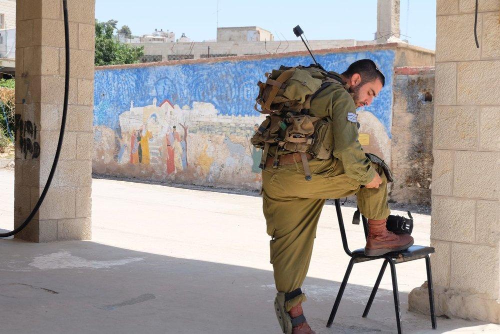 militaire streetart.jpg