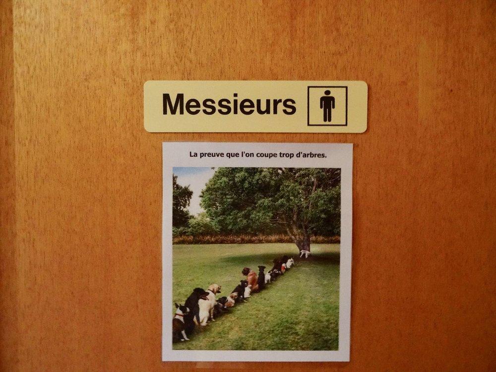 Toilettes restaurant La Buvette | Vers chez les Blancs | Suisse | Canton de Vaud | photo sandrine cohen