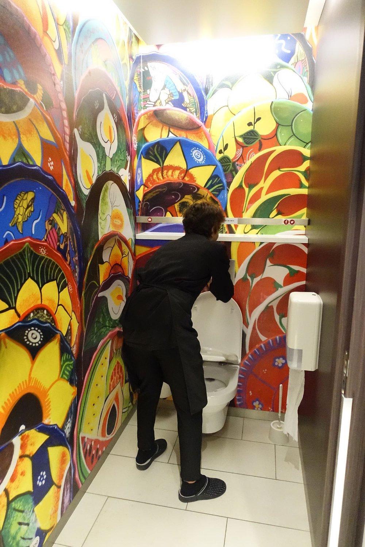 Toilettes et Dame Pipi à la Gare d'Austerlitz | Gare d'Austerlitz | Paris 11e | photo sandrine cohen