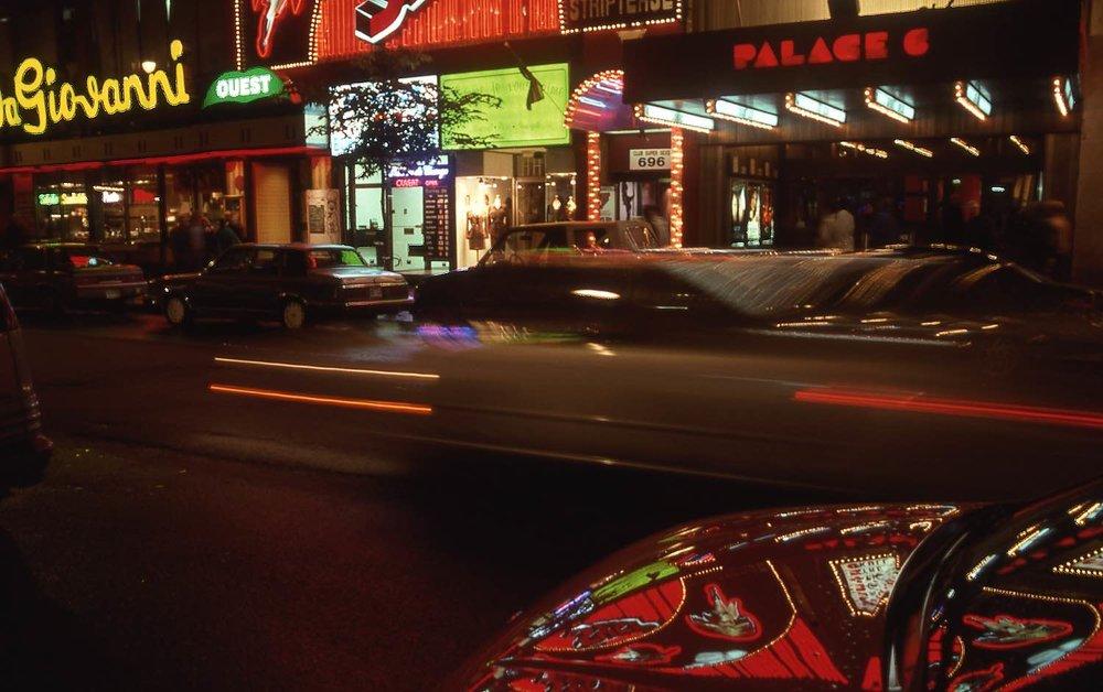 Montreal | Rue Sainte-Catherine | Neons and reflection | Photo sandrine cohen