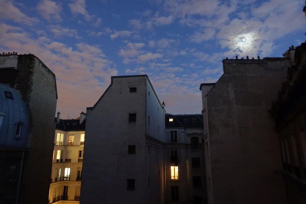 Paris | Immeuble haussmannien | Claire de lune | Paris 16e | photo sandrine cohen