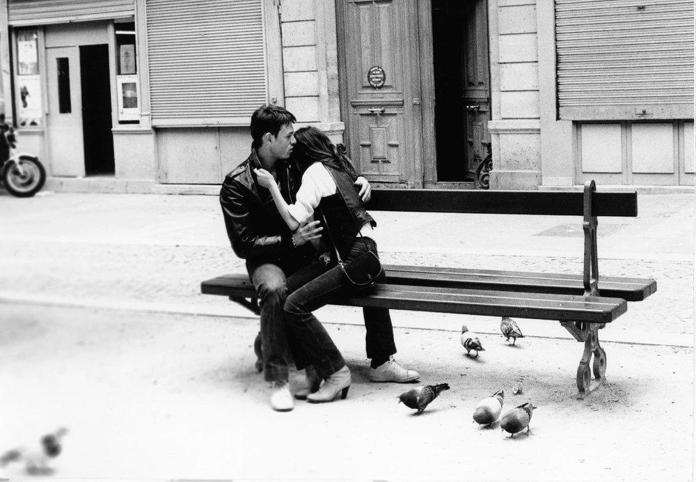 Amoureux à Paris | banc public | Paris 1982 | photo sandrine cohen