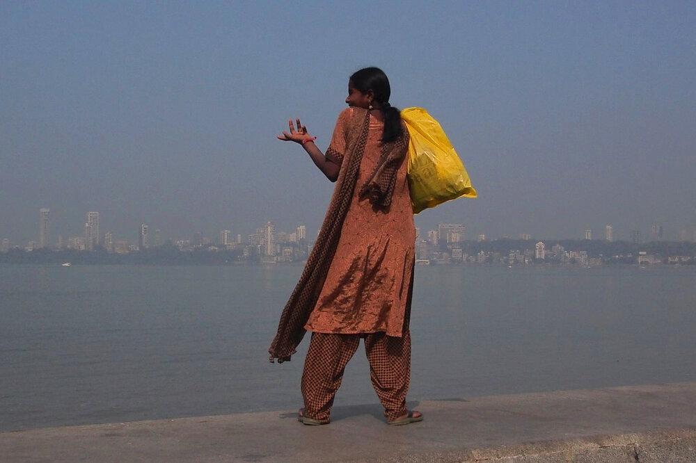 Mumbai - Bombay | Girl on Marine Drive | ©sandrine cohen
