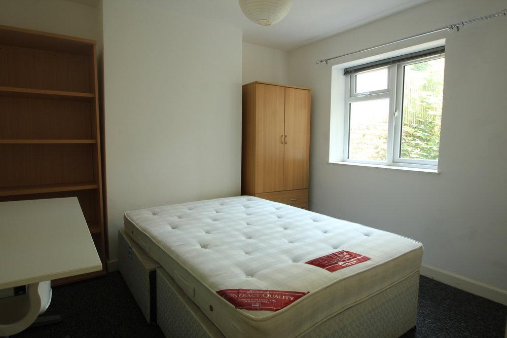 p1349 bed 2.JPG