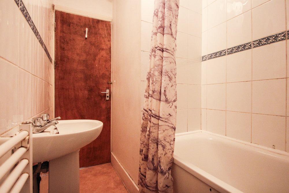 IMG_8327_edited.jpg bathroom .jpg