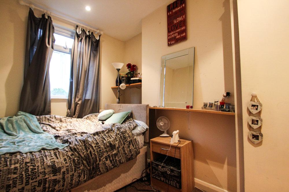 IMG_9533_edited.jpg bedroom 2.jpg