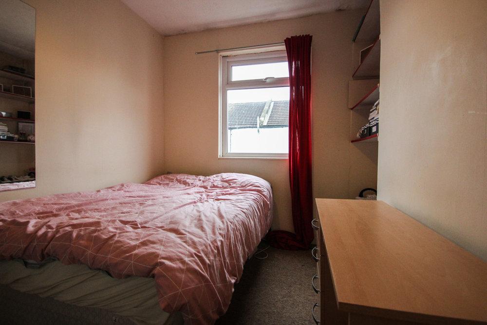 IMG_9546_edited.jpg bedroom 4.jpg