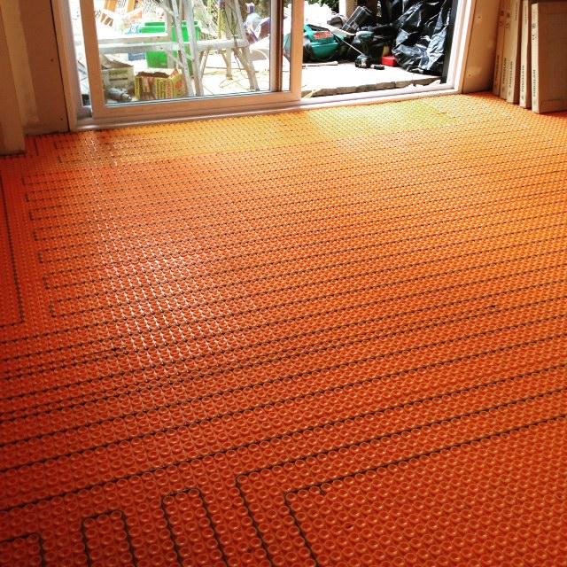 plancher-chauffant-membrane-ditra-heat.jpg