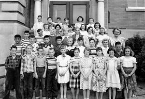 Ethel E. Hawthorne's Grade 2 class photo, 1952. Photo includes: Irene Bryce, Janie Buchan, Fay Brandle, George Hunter, Dan Service, Harold Wong, Dorothy Gooder, Richard Prestwich, Ki Yip, Marion Cooper, Anthony Afaganis, Barbara Short, Donna Dudley, Gail Fremstad (names not in order of photo)