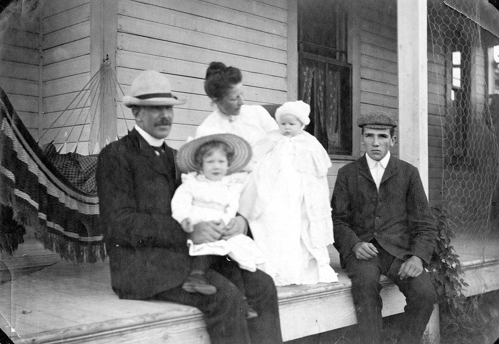 Charles Magrath family, 1904. Galt Archives 19841008003.