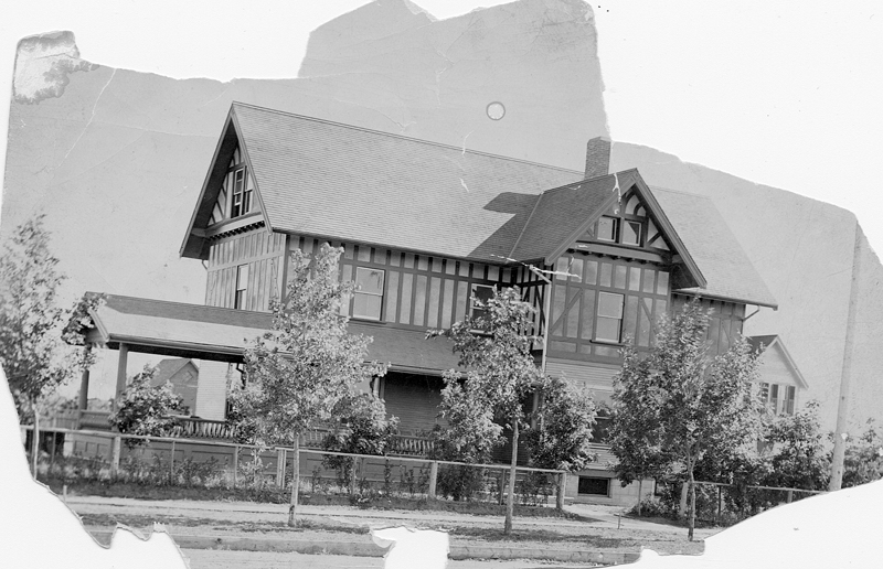 The Chinook Club House originally residedin Lethbridge's downtown area. However, thelot was sold and the house was moved. Now a Bed & Breakfast, the building can be foundin one of Lethbridge's new south side developments