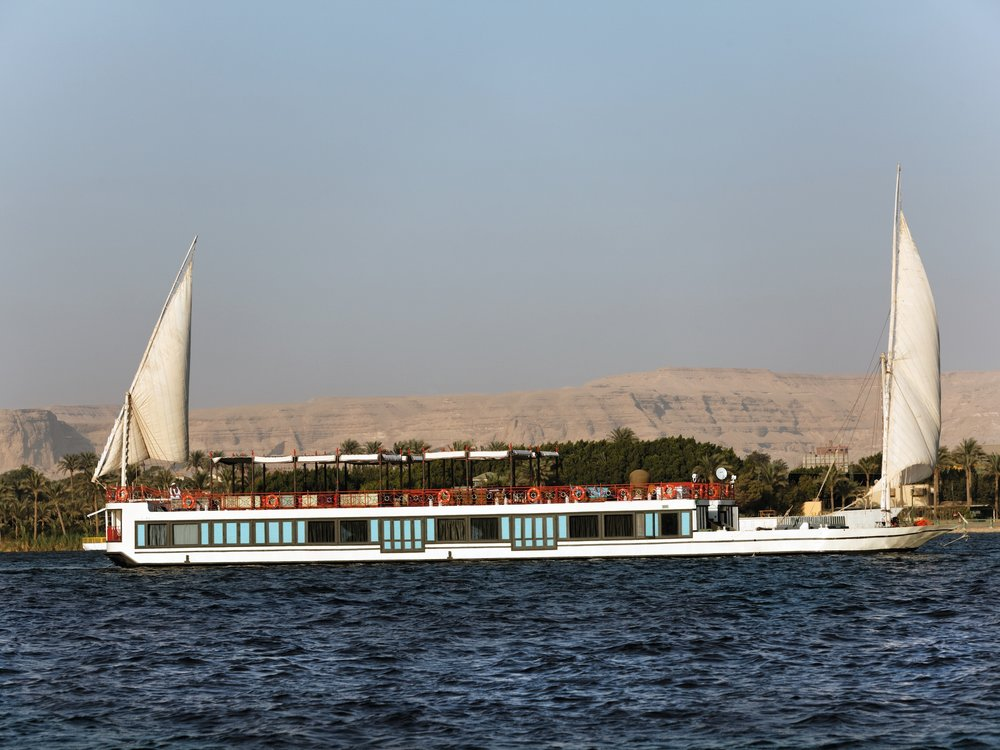 Mövenpick SB Feddya - Featuring only four suites, the boutique sailboat Mövenpick SB Feddya offers the closest experience to having your own private yacht – enjoy this exclusive concept for cruising the river Nile. This sailing boat operates upon request, so does not have any fixed sailing dates or itineraries. Mövenpick SB Feddya redefines the 'dahabeya', the traditional Egyptian sailing boat, with a fresh and unique concept. The Mövenpick SB Feedya enjoys a private dock in Luxor.