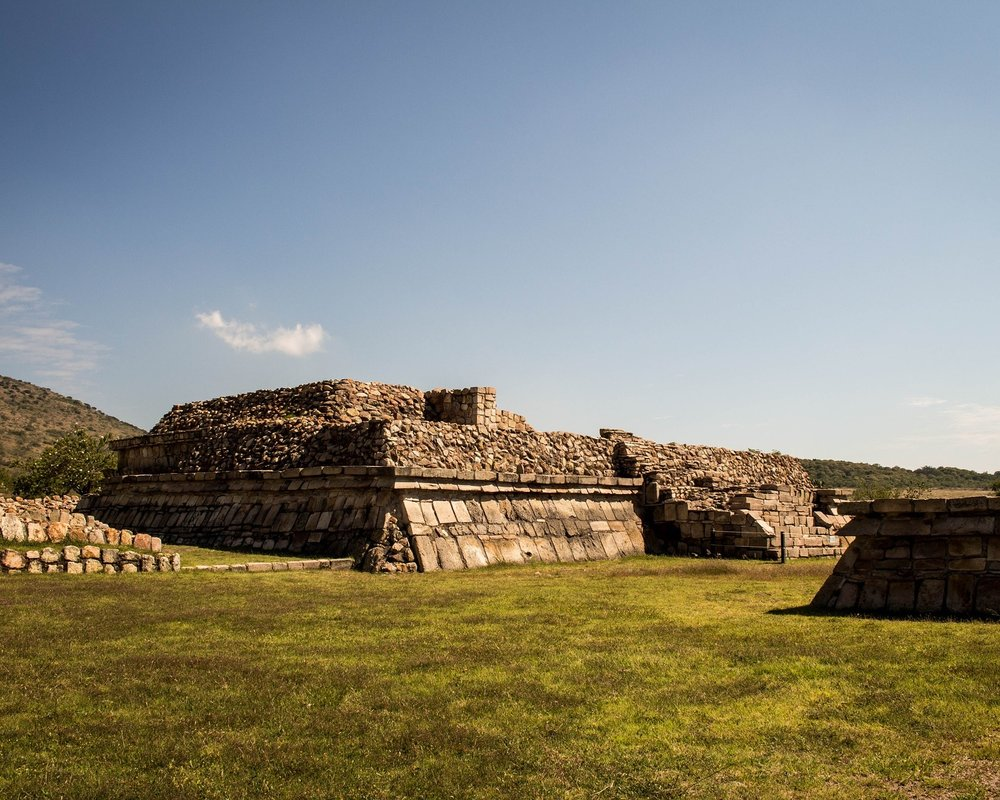 pyramid-2103743_1920.jpg