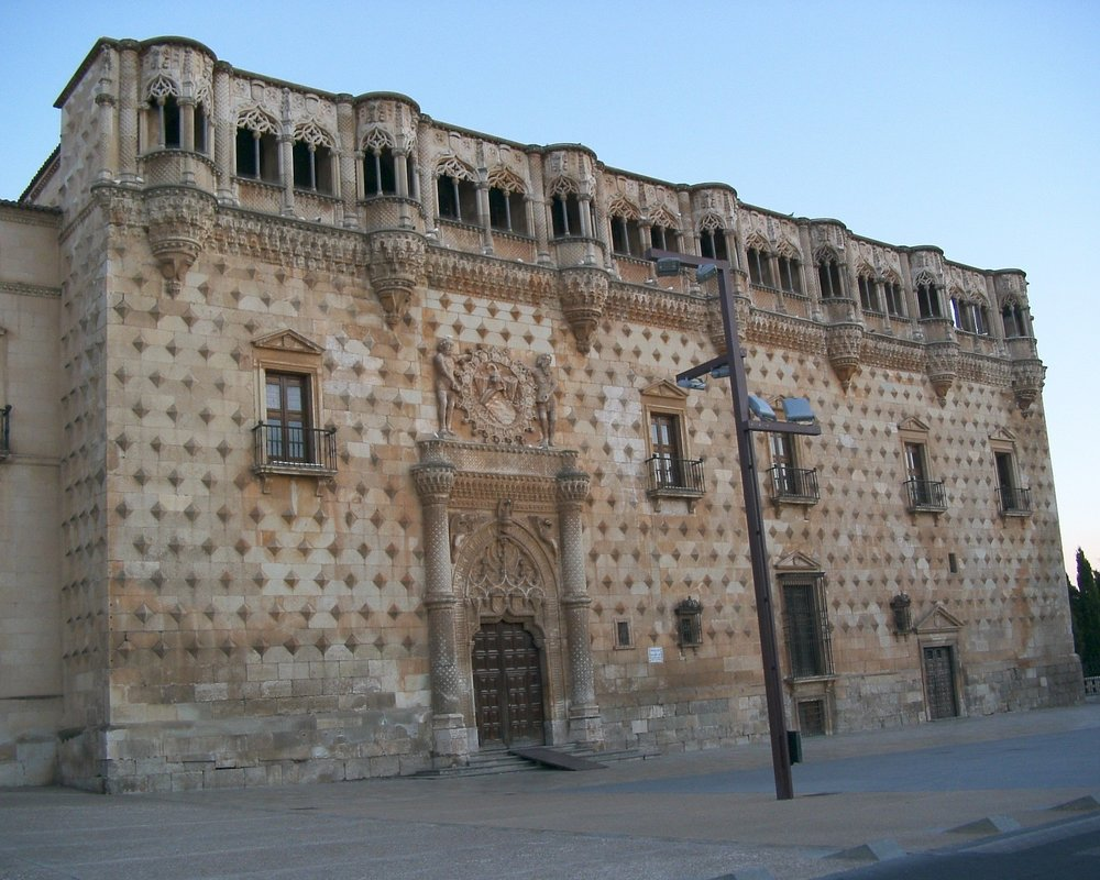 infantado-palace-362799_1920.jpg