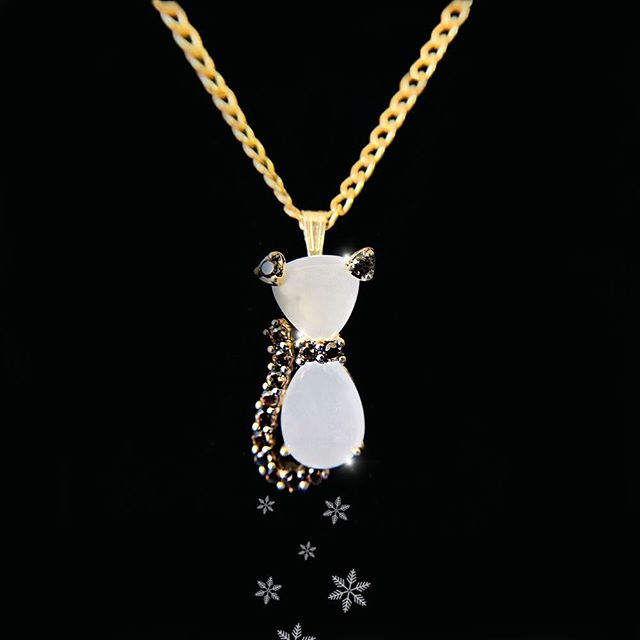 Unique cat shape pendant with moon stones 🌙 10k gold $59 Available at Cashex Barrio Obrero 🐱