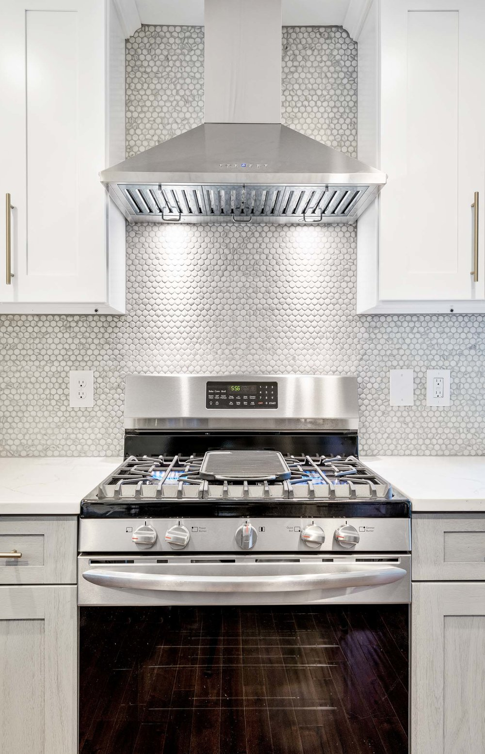 Construction photography of a frigidaire stove in a newly finish