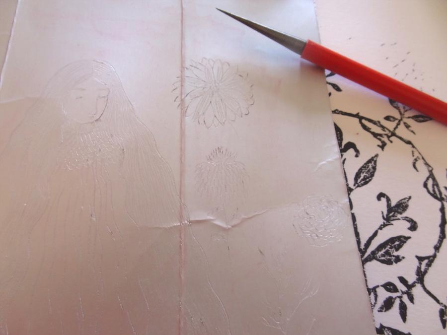 A gauche tetrapack en cours de gravure, en dessous à droite linogravure à l'encre noire.