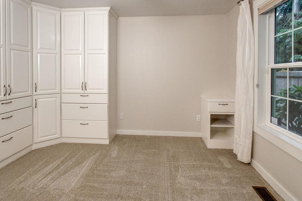 Bedroom02internet.jpg