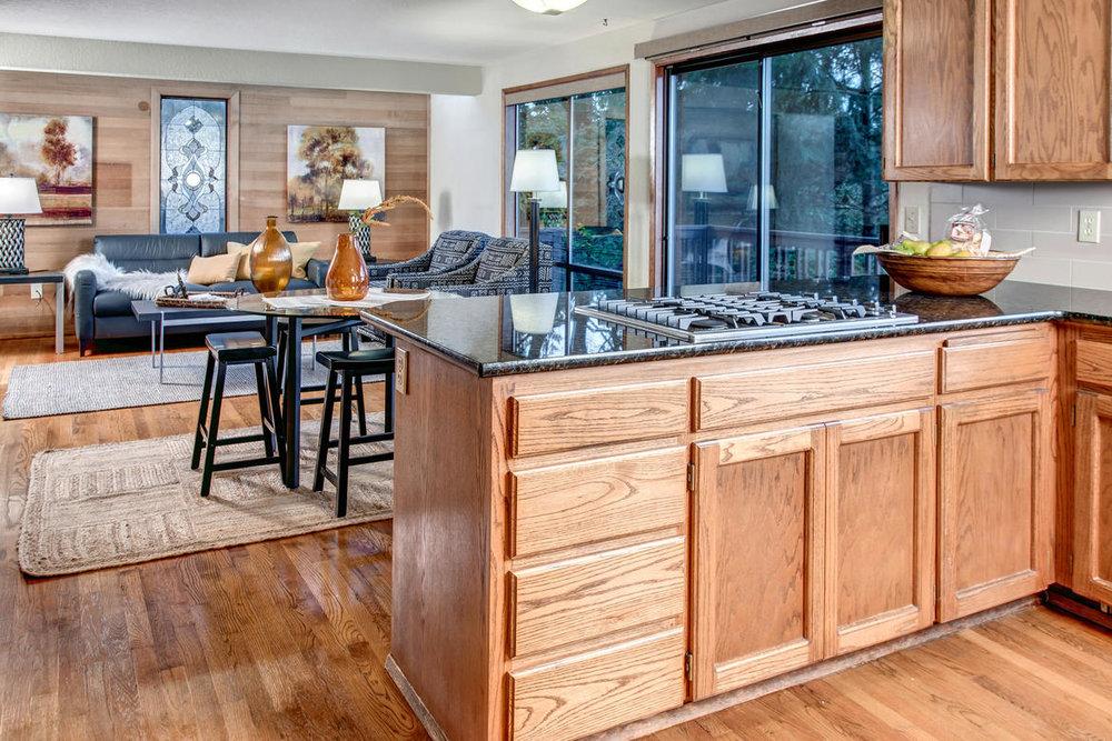 Kitchen03internet.jpg