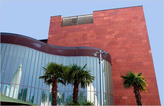 abraham_campus02_lrg.jpg