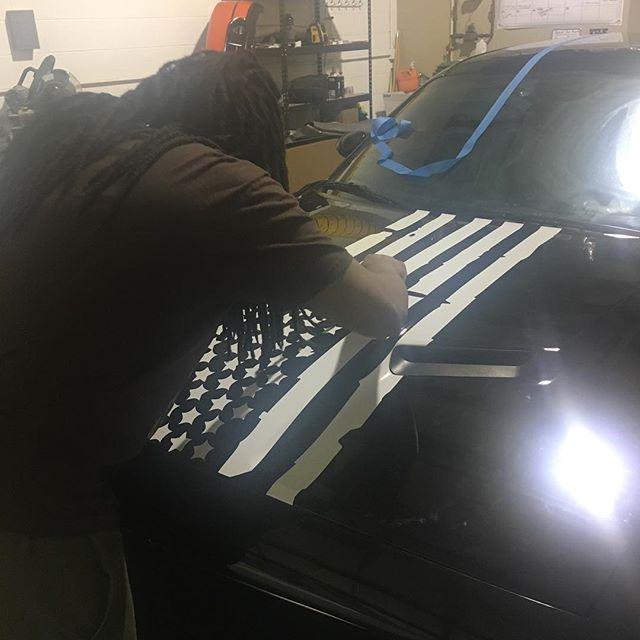 Adding flag Vinyl to Challenger