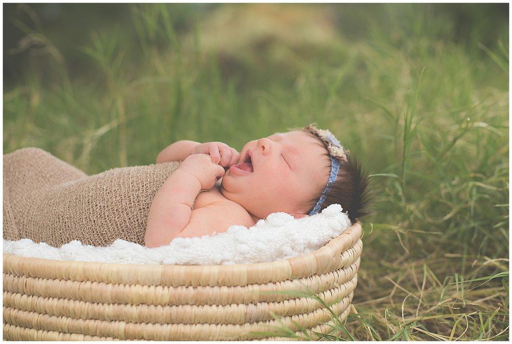 Phoenix-Outdoor-Lifestyle-Newborn-session-Sweetlife-Photography_0008.jpg