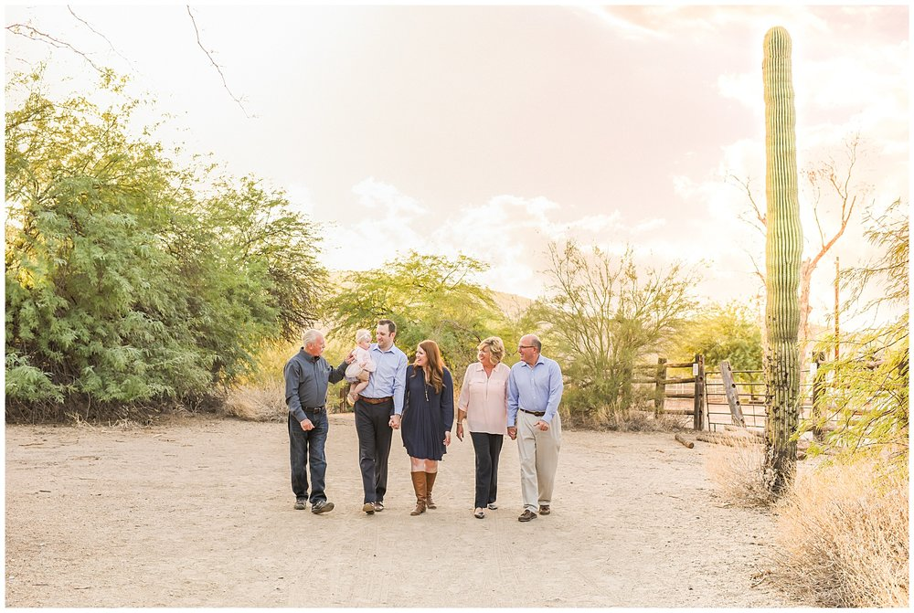 Extended family walking together | Sweetlife Photography