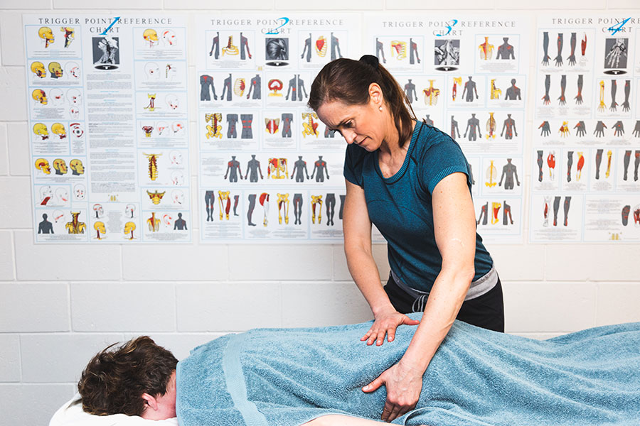 Toni-doing-massage-therapy-in-o2-exercise-lower-hutt.jpg