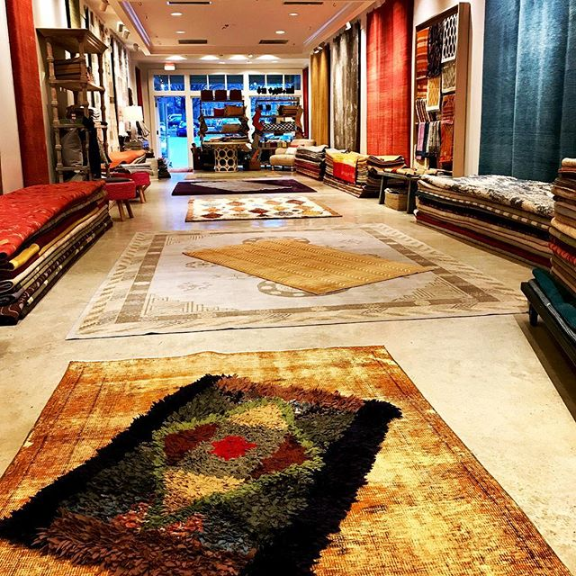 """A look inside my rug shop """"Pop up"""" SALE in the Bethesda Wildwood shopping center. I've partnered with Tibetan rug producers Lapchi & Kooches.  Crazy deals!!!! Through December 28th. @lapchi_carpets @koochescarpets #modern rugs #timothypaulhome #timothypaulcarpets #vintage rugs#modern interiors"""