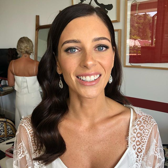 Natural makeup glam from earlier today ! Happy wedding day Megan ❤️ Makeup | @bystella_hairandmakeup  Hair. | @mobileweddinghairsydney  #weddingday #australiaday #bride