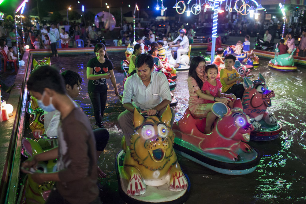 June 23, 2012 - Phnom Penh, Cambodia. Theme park on Koh Pich island is a popular evening getaway for residents of the capital and visitors. © Nicolas Axelrod / Ruom