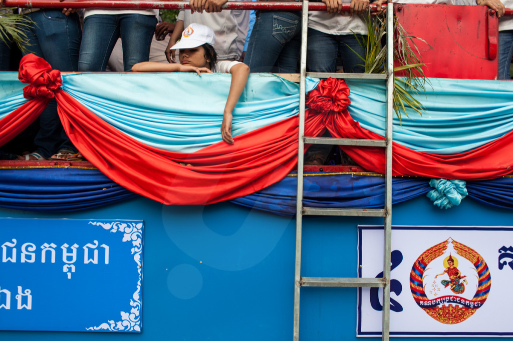 A tired campaigner during one of the many Cambodian Peoples Party (CPP) rallies through out the capital.Phnom Penh, Cambodia. 29/06/2013 © Nicolas Axelrod/Ruom 2013