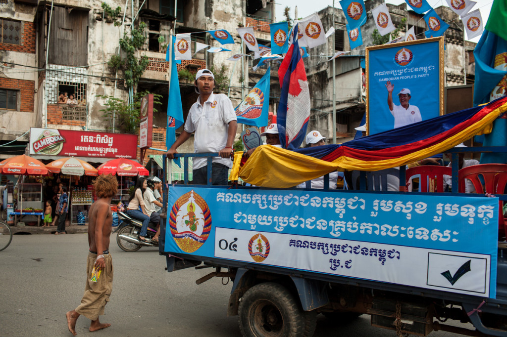 One of the many Cambodian Peoples Party (CPP) rallies drives through a part of central Phnom Penh, Cambodia. 29/06/2013 © Nicolas Axelrod/Ruom 2013