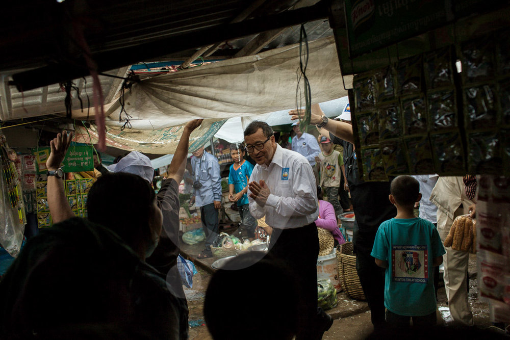 CNRP leader, Sam Rainsy visits the central market of Kampot on his second day of campaign for the Cambodian General Election 2013. 21/07/2013 © Thomas Cristofoletti / Ruom