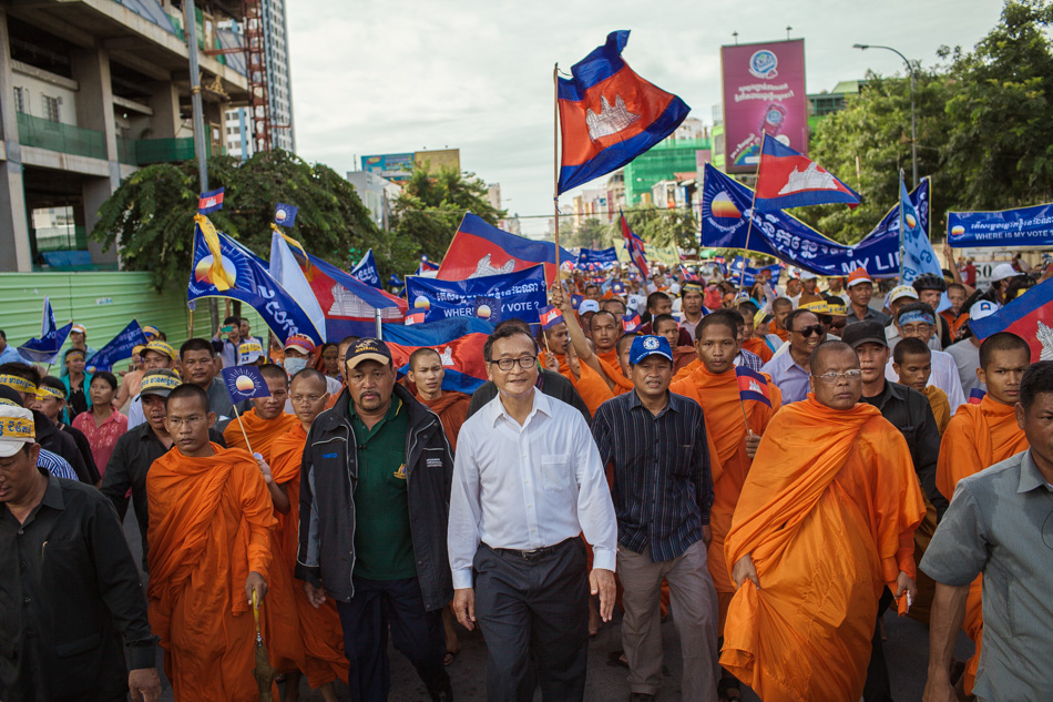 15/09/2013 - Phnom Penh. Thousands of CNRP (Cambodian National Rescue Party) supporters march together with opposition leader Sam Rainsy through the streets of Phnom Penh to protest against the election results. © Thomas Cristofoletti / Ruom 2013.